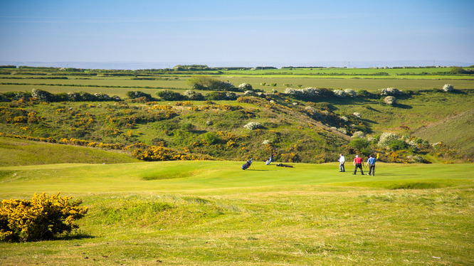 http://www.southwaleslinksgolf.com/wp-content/uploads/2012/03/Southerndown1.jpg